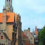 Vista do Canal e da Torre do Sino em Bruges